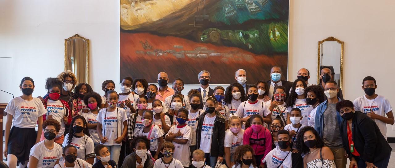 """Presidente do TJ recebe crianças do projeto """"Lutando por Vidas"""""""
