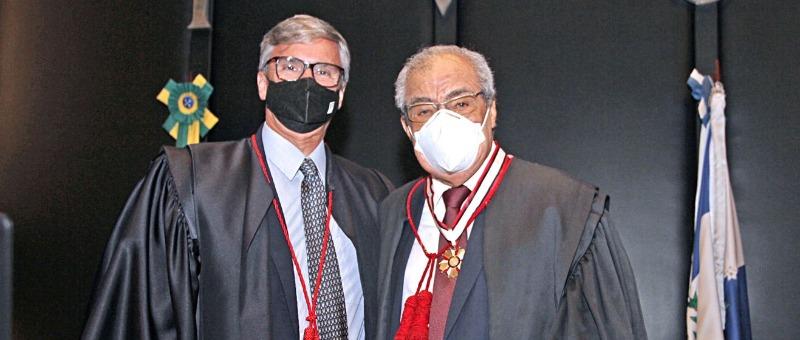 Desembargador Nildson Araújo recebe homenagem em sua última sessão no Órgão Especial