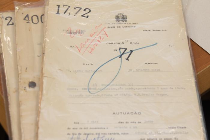 Os processos que registram a primeira adoção internacional no Rio, na década de 70