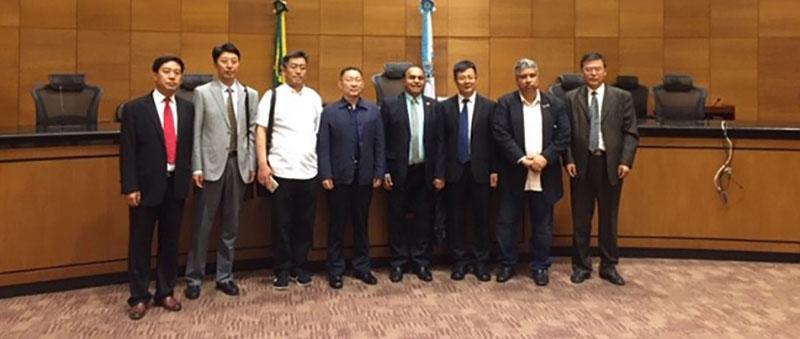 50611b03b4 O desembargador Siro Darlan acompanhou a comitiva durante a visita ·  Magistrados chineses visitam o Tribunal de Justiça