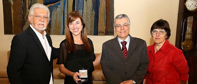 O presidente da ABI, Domingos Meirelles; a jornalista Sofia Cerqueira; o presidente Milton Fernandes de Souza e a desembargadora Ana Maria de Oliveira