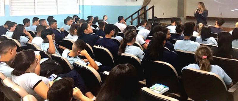 Juíza Glória Heloiza fala sobre cidadania e ECA a estudantes