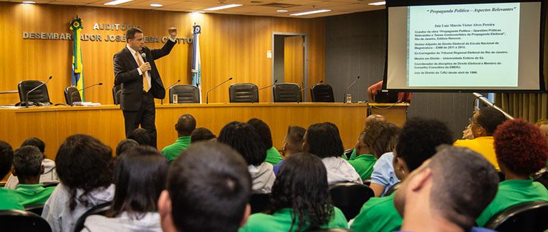 O juiz Luiz Márcio Victor Alves Pereira, titular da 3ª Vara de Família de Jacarepaguá, explicou a rotina dos juízes eleitorais e regras de candidatura