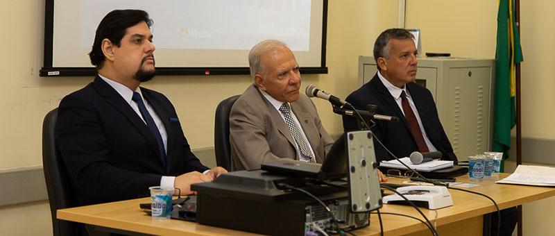 Da esquerda para a direita: Francisco Budal, diretor-geral da DGLOG;  Carlos Fernando Belo, diretor do Departamento de Transportes do TJRJ; e Marco Alberto Porphirio,  diretor da Divisão de Atendimento a Transporte do TJRJ