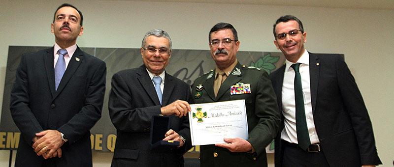 Presidente do TJRJ, desembargador Milton Fernandes de Souza, recebeu a medalha do chefe de Gabinete de Intervenção, general Mauro Sinott