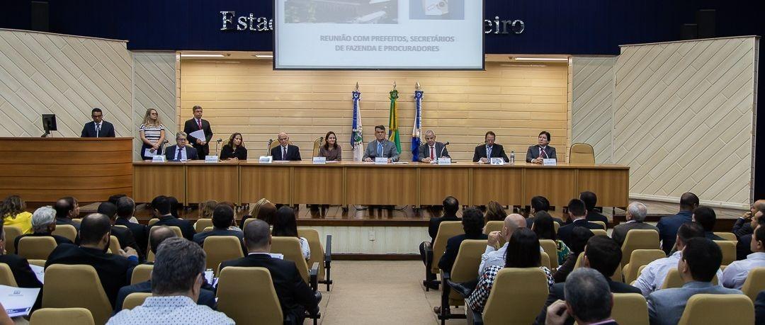 O encontro ano passado estabeleceu diretrizes sobre a questão da dívida ativa