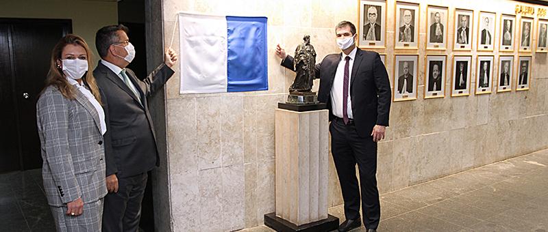 Dra.Glaycianne Sereno Mello Tavares, desembargador Claudio de Mello Tavares e juiz auxiliar da Presidência Marcello Rubioli
